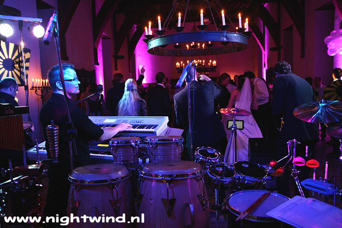 bruiloftband coverband feestband met percussionist partyband Nightwind